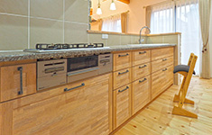 無垢の木のキッチン